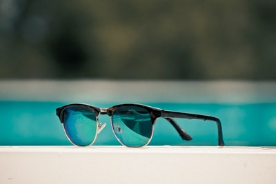 Cheap round glasses could be a smart way to protect your eyes in the worst-case scenario
